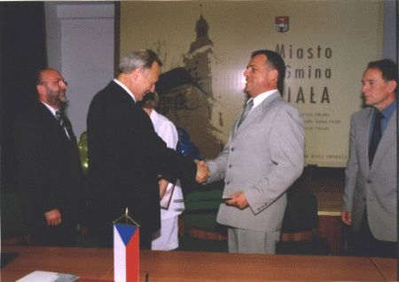 podpisywanie umowy_M Albrechtice 2.jpeg