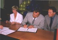 Na zdjęciu od lewej: Libuše Plhalová - Starosta Gminy Vičice ,Petr Šolc - Starosta Mĕsto Albrechtice, Karel Gančarčik - Vice Starosta
