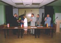 Od lewej: Arnold Hindera -Burmistrz Białej, Joachim Kosz -Przewodniczący Rady Miasta , Libuše Plhalová -Starosta Gminy Vičice, Petr Šolc -Starosta Mĕsto Albrechtice, Karel Gančarčik -Vice Starosta, Klaus Berger -przedstawiciel Gminy Marienheide