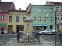 Odnowiony pomnik (październik-2004 r.);Projekt współfinansowany ze środków Kontraktu Województwa Opolskiego na rok 2004