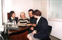 Ingeborga Odelga, Anna Myszyńska, red. Andrzej Russak, p. Weidok (od lewej). Spotkanie w rozgłośni Radia Opole